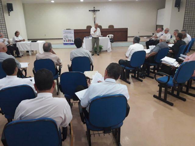 COORDENADOR DA ITCP UCSAL REALIZA PALESTRA PARA BISPOS DA CNBB NE3 SOBRE TEMA DA CAMPANHA DA FRATERNIDADE.
